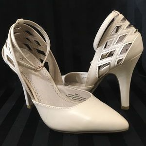 New Restricted Cream White Cut Out Ankle Strap 6